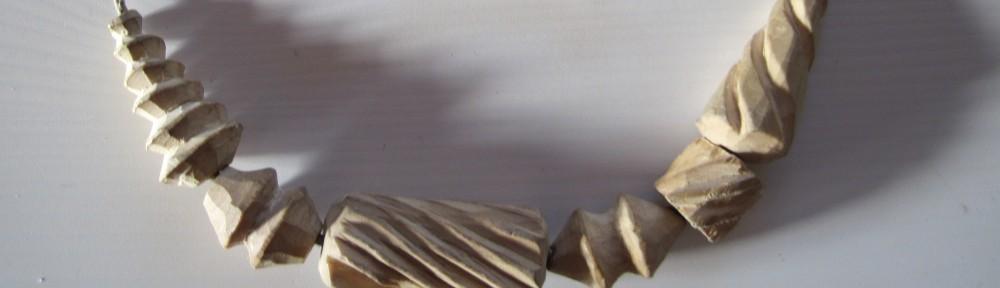 Steinzeitliche Holzperlenkette